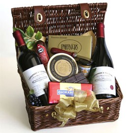 Wine Picnic Getaway Basket with Zinfandel and Pinot Noir